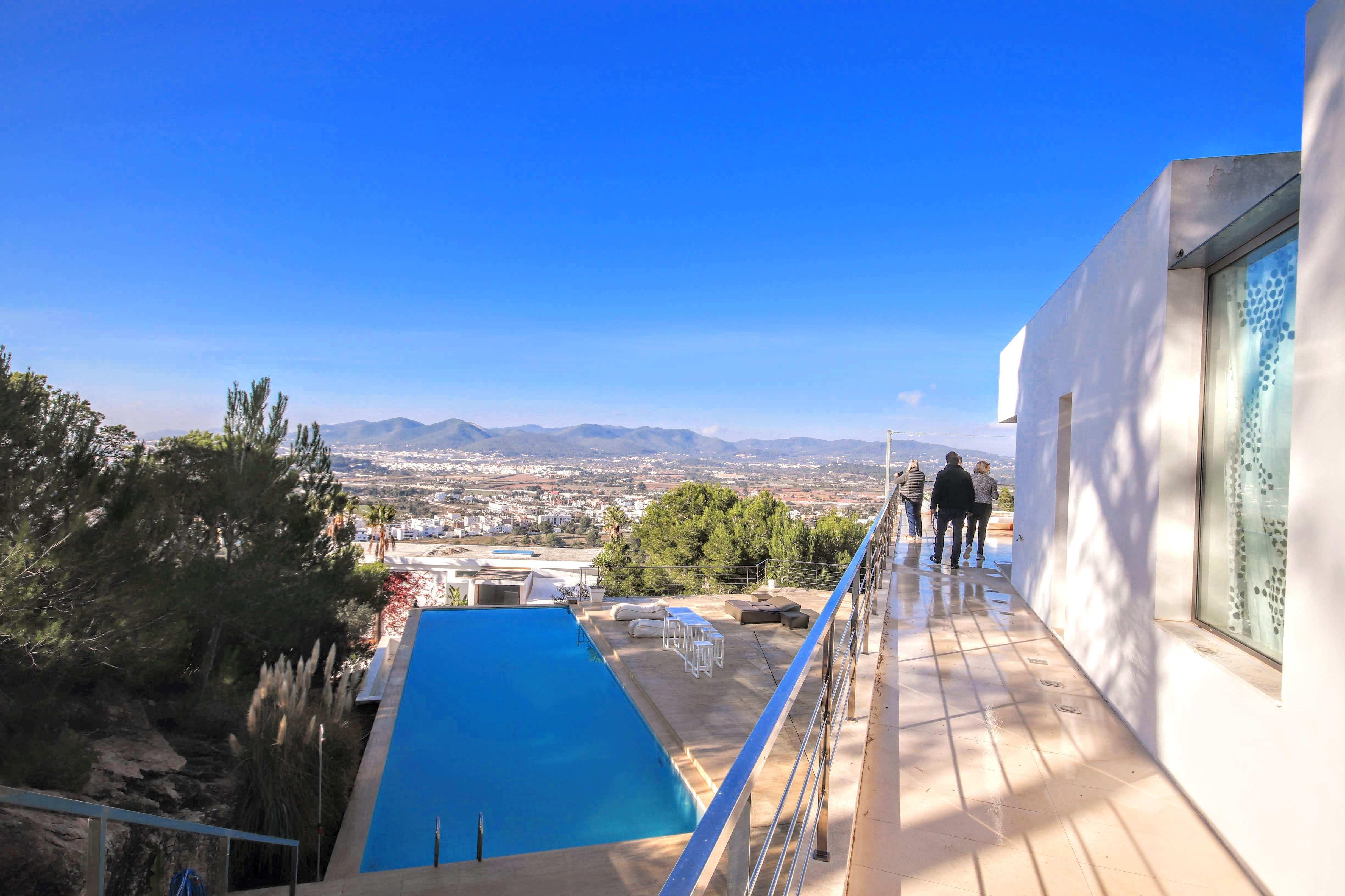 Incroyable villa moderne à seulement 5 minutes d'Ibiza.